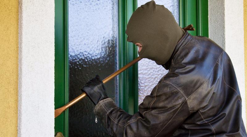 Полезные советы: Можно ли запирать парадную дверь в многоквартирных домах?