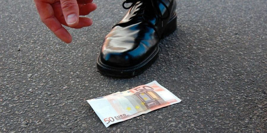 Закон и право: Можно ли оставлять себе найденные деньги или ценности?