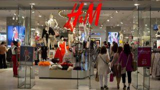 H&M тоннами сжигает непроданную одежду