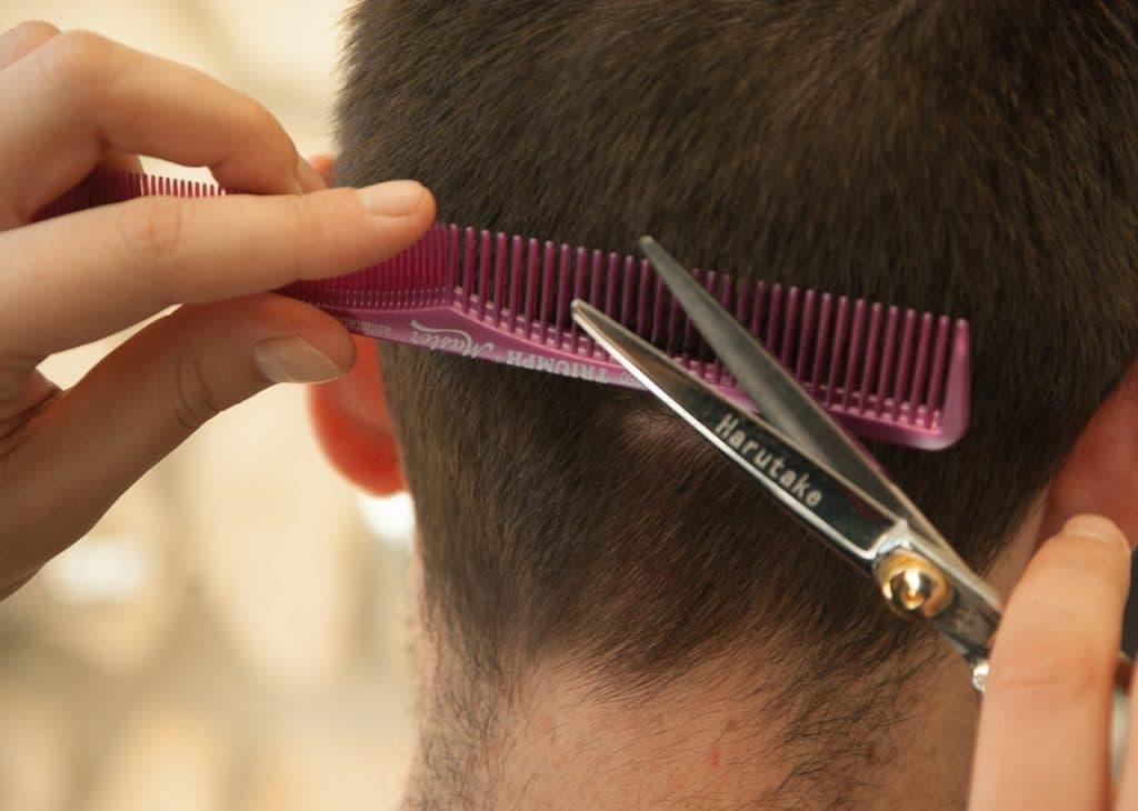 Отовсюду обо всем: Клиент убил парикмахера из-за плохой стрижки (+видео)