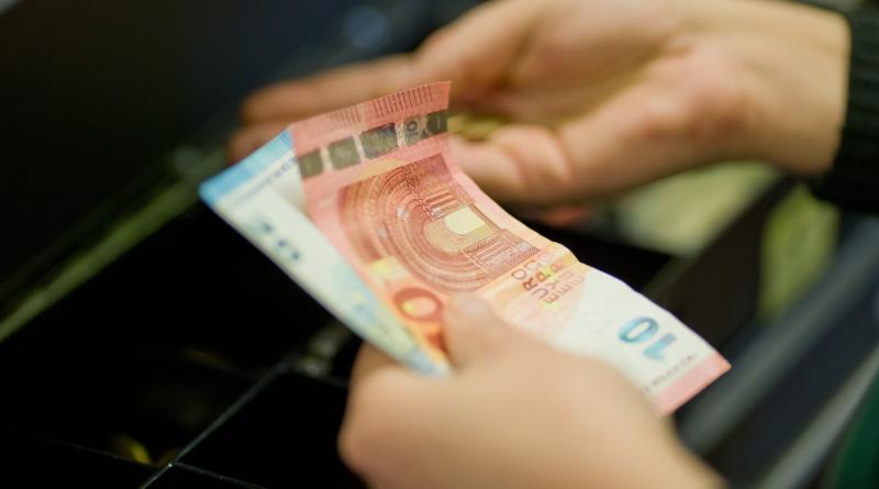 Деньги: С 2018 года можно будет получить пособие по безработице в супермаркете