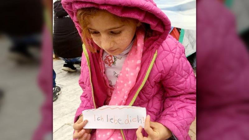 Общество: Папа, я тебя люблю! Маленькая девочка из Сирии уже два года не видела отца, у которого официальный статус в Германии