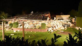 В Берлине рухнул жилой дом, похоронив заживо семью с двумя детьми