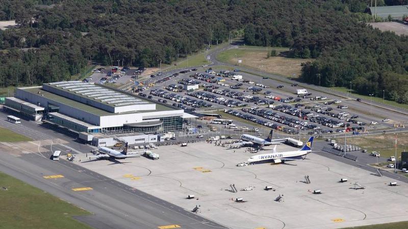 Происшествия: В аэропорту Веце ограбили десятки автомобилей