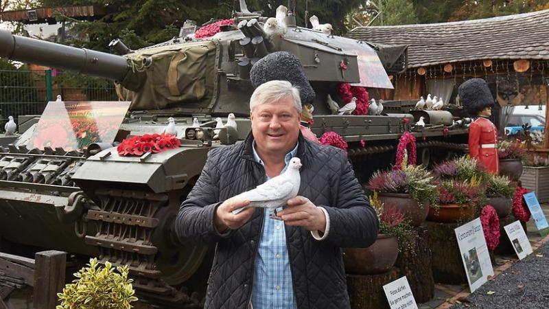 Общество: Мужчина установил танк во дворе, чем взбесил соседей