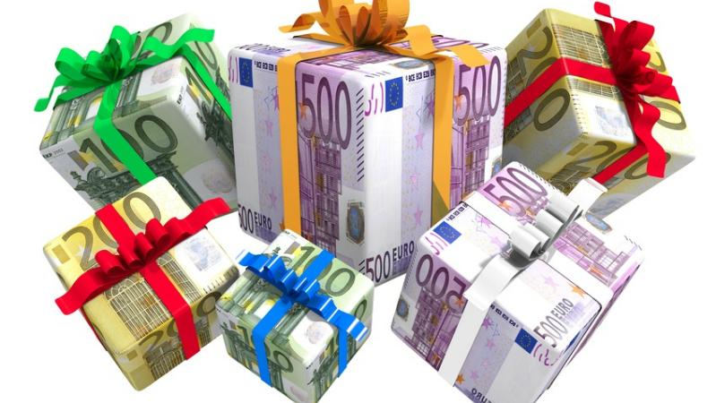 Деньги: Кто имеет право на рождественский бонус?