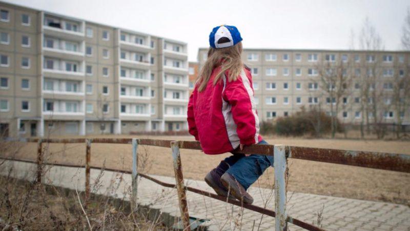 Общество: Количество детей, живущих в малоимущих семьях, стремительно растет