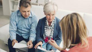 Пенсионерам неохотно оформляют страховку и дают кредит
