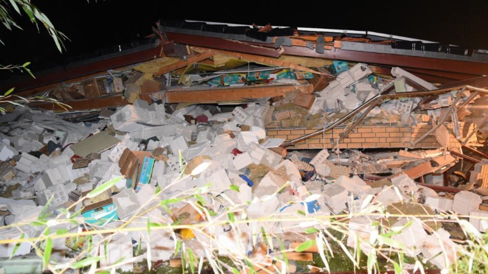 Происшествия: В Берлине рухнул жилой дом, похоронив заживо семью с двумя детьми рис 2