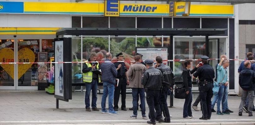 Происшествия: С ножом и криками «Аллах Акбар» мужчина бросался на прохожих