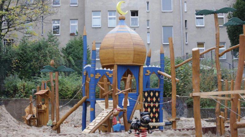 Общество: Детская площадка стала объектом ненависти