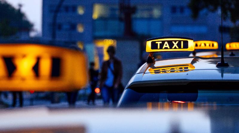 Происшествия: Евротур на такси: водителя обаманули на €18000