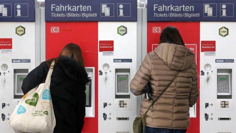 Общество: Власти планируют отменить социальные проездные билеты