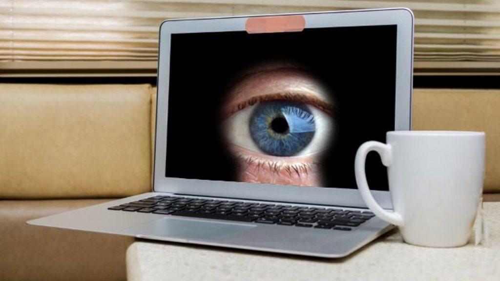 Технологии: Хакеры подсматривают за нами через веб-камеры