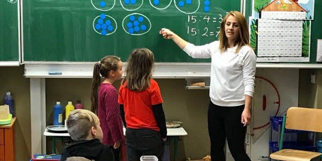 Общество: Беженцы работают в немецких школах преподавателями