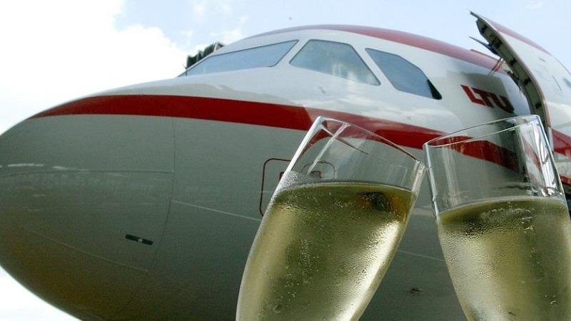 Происшествия: Из-за шампанского в Штутгарте экстренно посадили самолет