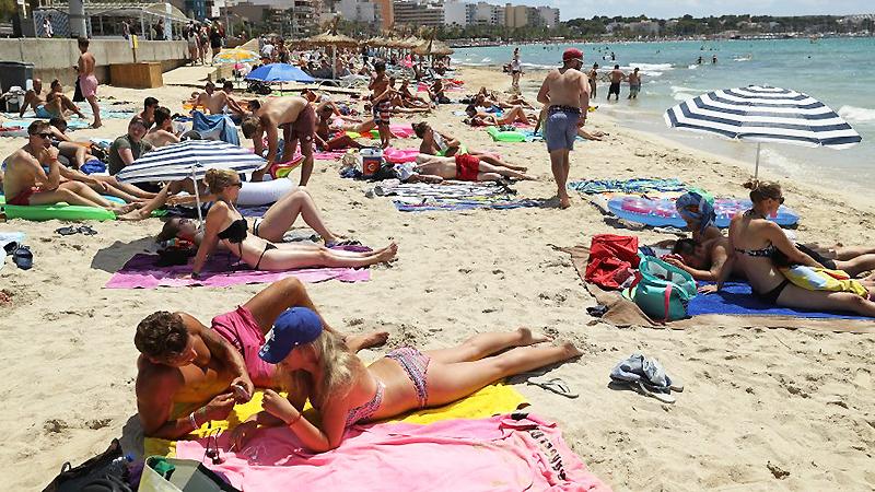 Общество: Для большинства немцев безопасность отдыха важнее, чем солнце