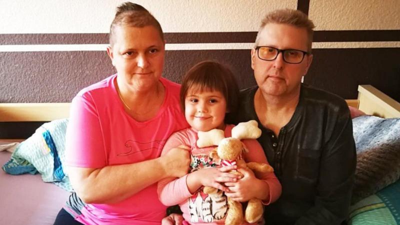 Общество: Скоро Алисия станет сиротой: ее родители неизлечимо больны