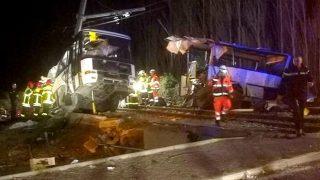 Во Франции школьный автобус столкнулся с поездом: погибли четыре ребенка