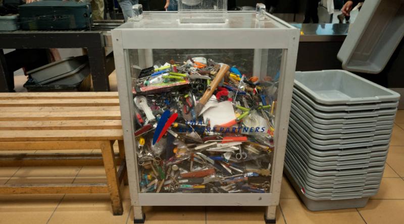 Полезные советы: Что происходит с изъятыми в аэропорту вещами? Можно ли их вернуть?