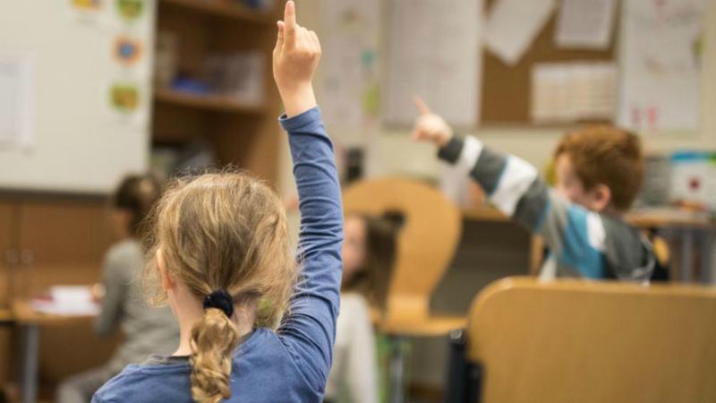 Общество: Школьники пропускают занятия из-за нехватки учителей