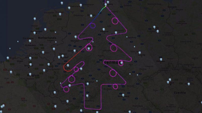 Общество: Самолет нарисовал рождественскую елку в небе над Германией