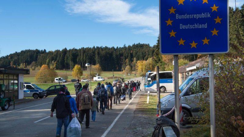 Общество: Задержанные на границе нелегалы будут немедленно депортированы из страны
