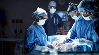 В Магдебурге пациенты просыпаются на операционном столе