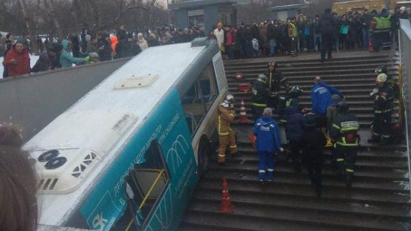 Отовсюду обо всем: В Москве автобус въехал в подземный переход: есть погибшие