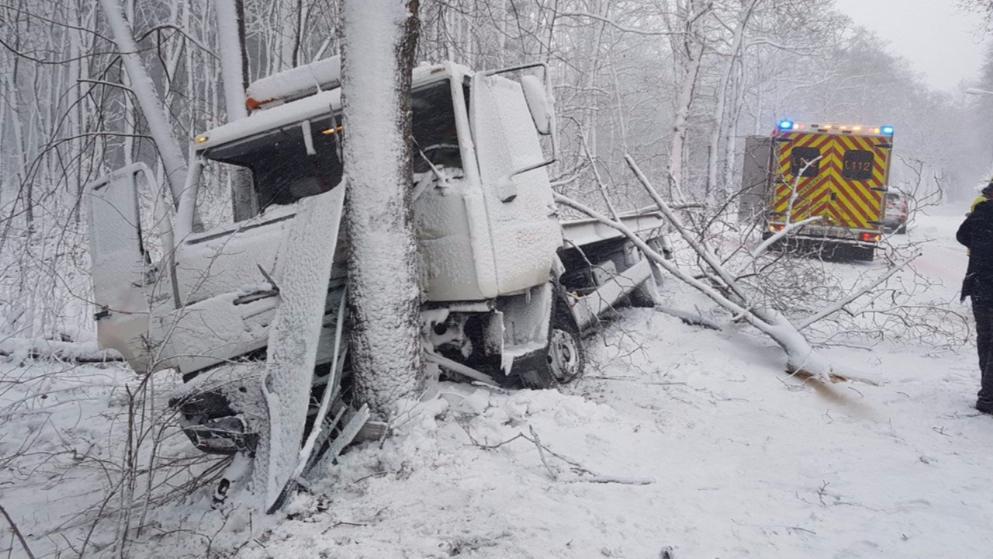 Происшествия: Последствия снегопадов: двое погибших, десятки пострадавших и сотни ДТП рис 2