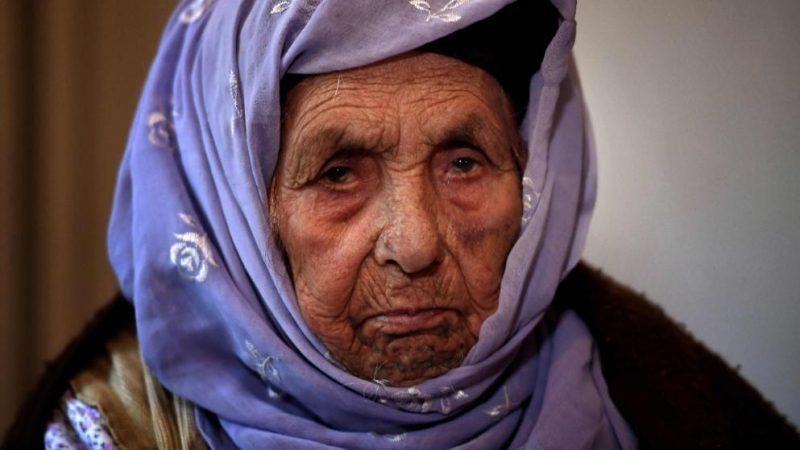 Общество: 110-летняя сирийка отправилась в Германию, чтобы в последний раз увидеть внучку