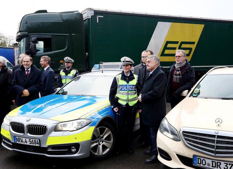 Общество: Водители грузовиков и таксисты будут помогать полиции в поисках преступников
