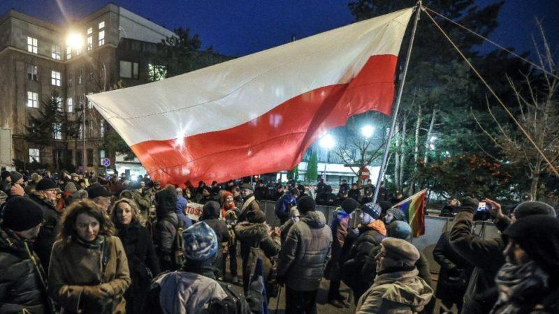Политика: Польша может выйти из ЕС: Европе грозит «полексит»