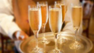Лучшие варианты шампанского дешевле €10
