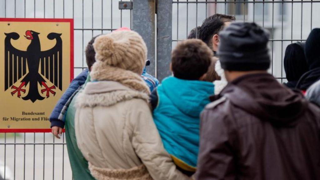Общество: Официальное количество беженцев в Германии достигло 580 тыс