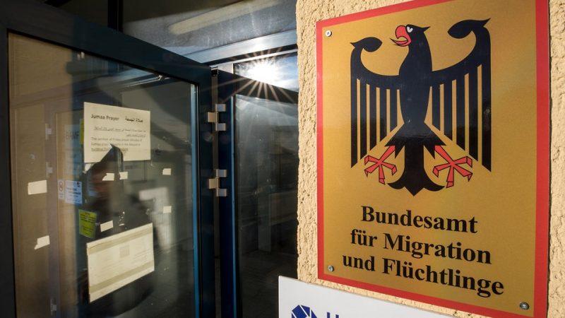Общество: Беженцев теперь будут проверять по голосу