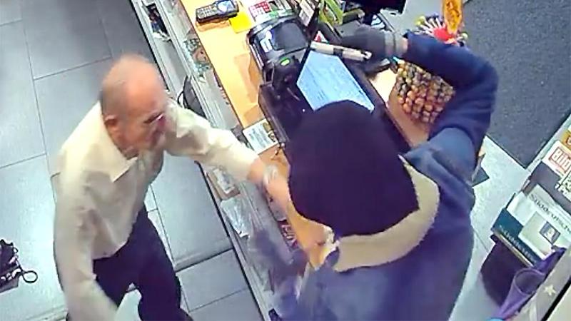 Происшествия: Владелец магазина охотится за грабителем