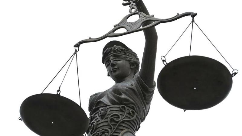 Закон и право: Центры занятости будут оплачивать школьные учебники для получателей Hartz IV