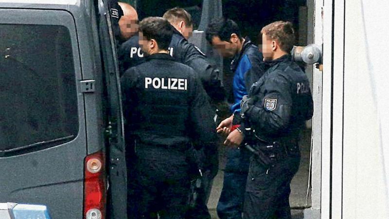 Происшествия: Исламисты угрожали полицейскому из-за депортации
