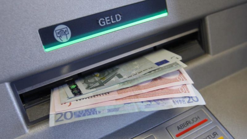 Досуг: Комиссия за снятие наличных из банкомата будет составлять €3
