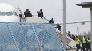 Правительство возобновляет депортацию беженцев в Афганистан