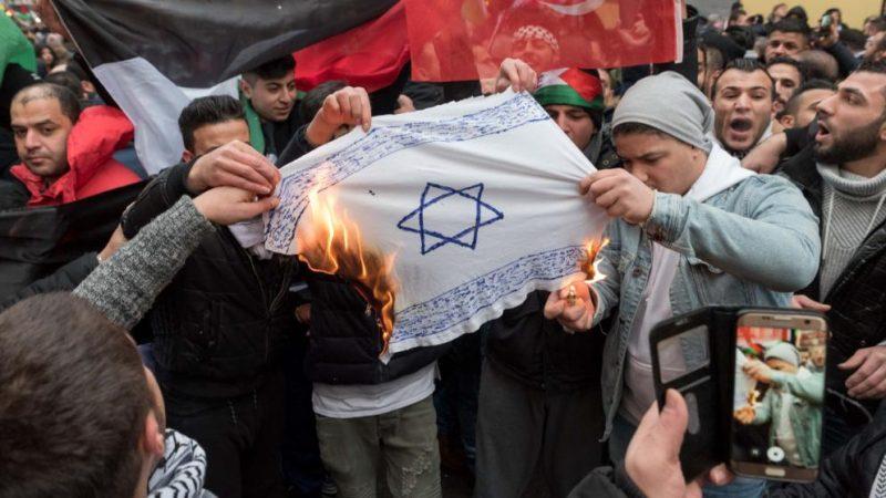 Закон и право: Власти подготовили закон, который будет бороться с ненавистью к евреям