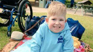 Мальчик, который родился без мозга, собирается в школу