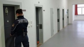 Новая депортационная тюрьма в Эрдинге не готова принимать заключенных