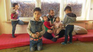 Беженцы перевозят в Германию своих вторых жен