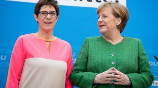 Ангела Меркель определилась с преемницей