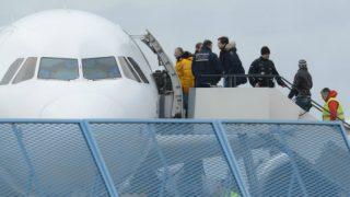 Все чеще депортационные авиарейсы отменяются в последнюю минуту