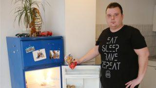 Мужчине урезали пособие по безработице из-за пустого холодильника
