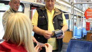 Ваш билет: как распознать контролера в транспорте?