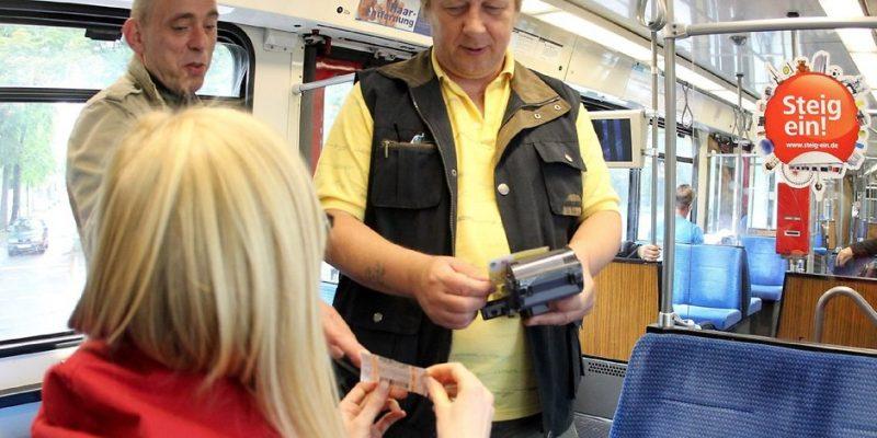Общество: Ваш билет: как распознать контролера в транспорте?